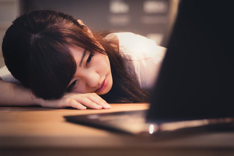 夜のブログ記事執筆作業疲れた…なら15分間の仮眠を取ろう。